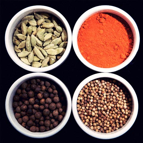 Tea, cardamomo and other spices in your breaksfast.
